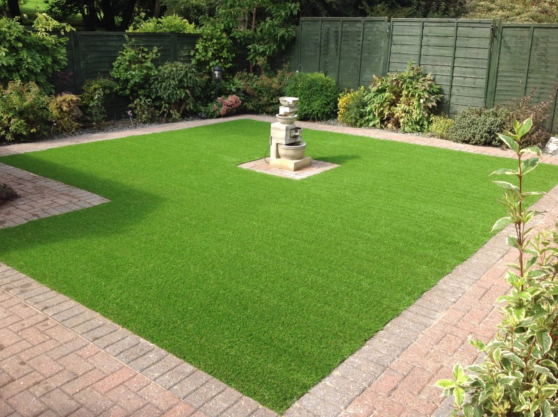 An easy method to install the turf in your home