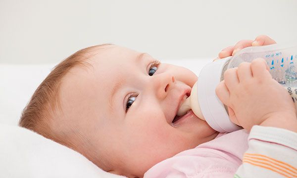 Pick Out The Harm Less Bottle Set To Feed The Baby Without Any Infections